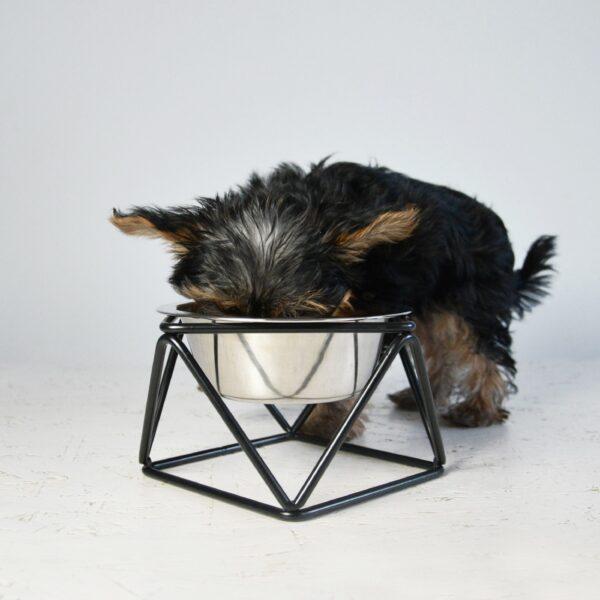 Hunde foder- og vandskål på stativ
