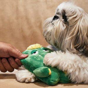 pivelegetøj, der er holdbart og findes i to størrelser til små og store hunde