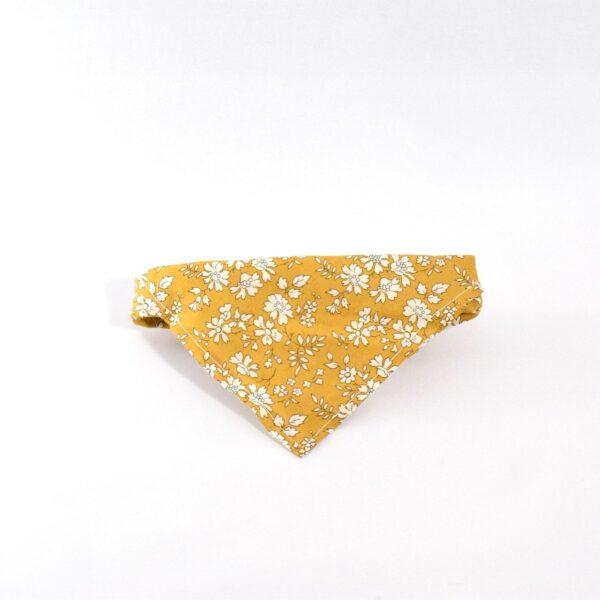 bandana i gul til hund
